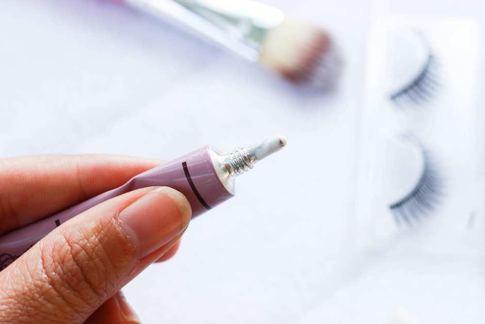 Lav How To Get Eyelash Glue Off Clothes